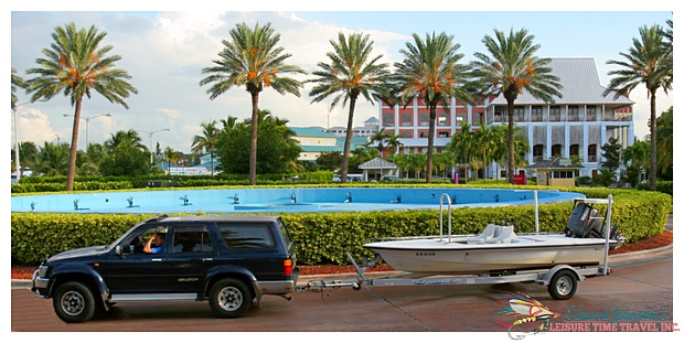 H2O Bonefishing : Maverick flats skiff in front of Pelican Bay Hotel