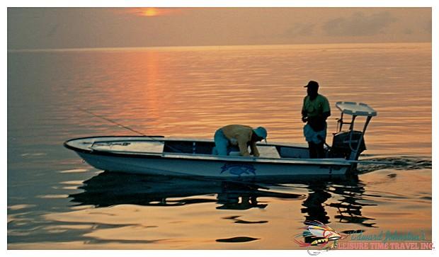 Turneffe Flats Lodge : Early morning tarpon fishing , Flats Fishing Turneffe Island